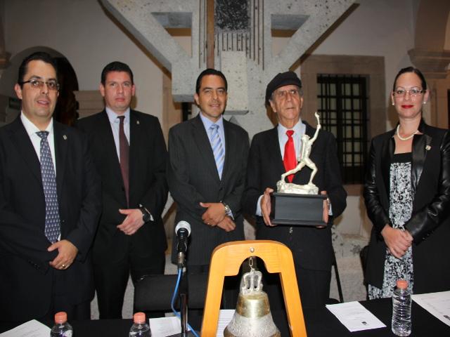 Presidium con homenajeado