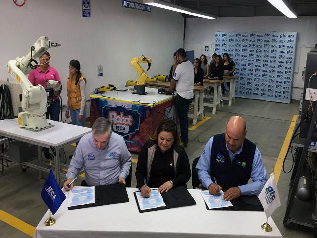 Firman Convenio IECA-IMUG-SEDESHU para capacitar a 2 mil mujeres (2)